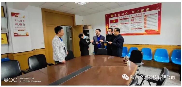 石墨烯联盟成员在行动 | 陕西金��科技有限公司向咸阳市科技局捐赠石墨烯防护口罩